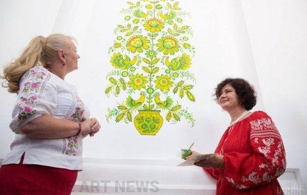 Сенсаційна знахідка у«Софії Київській»: Зібрано понад 100 безцінних шедеврів петриківки