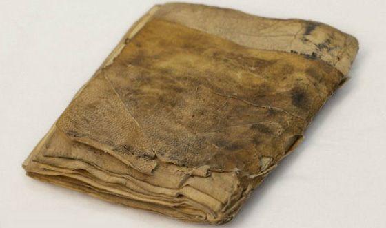 Пергамент - это дубленая сыромятная кожа Далее: https://uznayvse.ru/interesting-facts/samaya-pervaya-kniga-v-mire.html