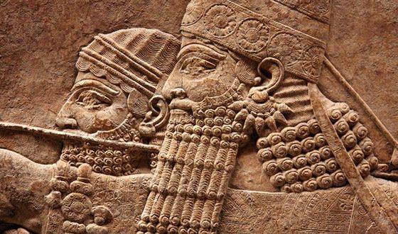 Асирійський цар Ашшурбаніпала першим став збирати книжкові бібліотеки